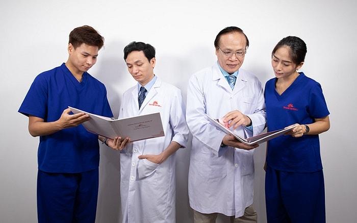 Bác sĩ Phạm Thanh Hào luôn sẵn sàng lắng nghe ý kiến từ mọi người